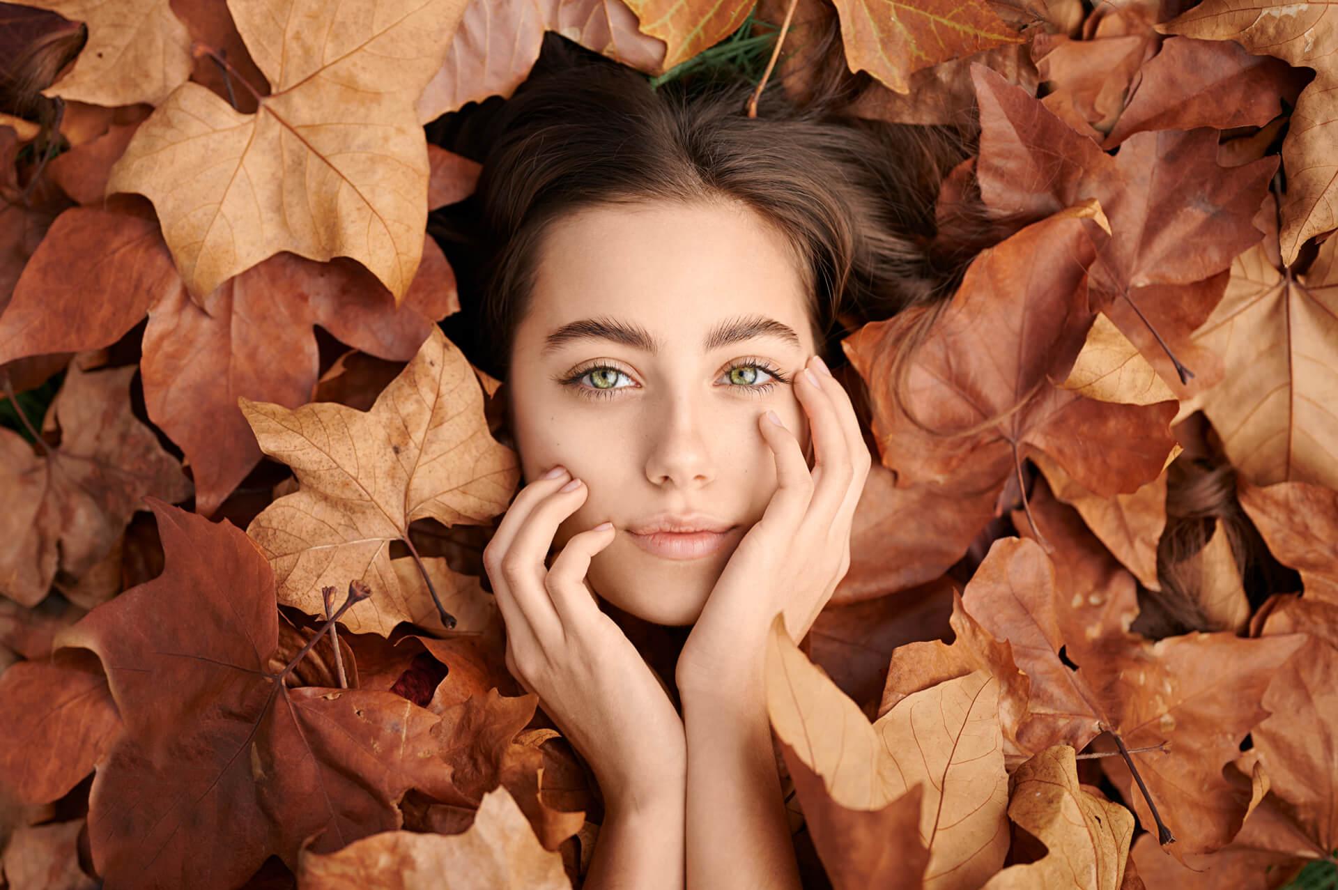 arbu autumn skincare woman autumn leaves